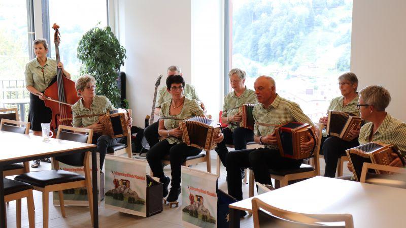"Berghof-Ferien 2020: Tanznachmittag mit den ""Schwyzerörgelifrönde Pilatusblick"""