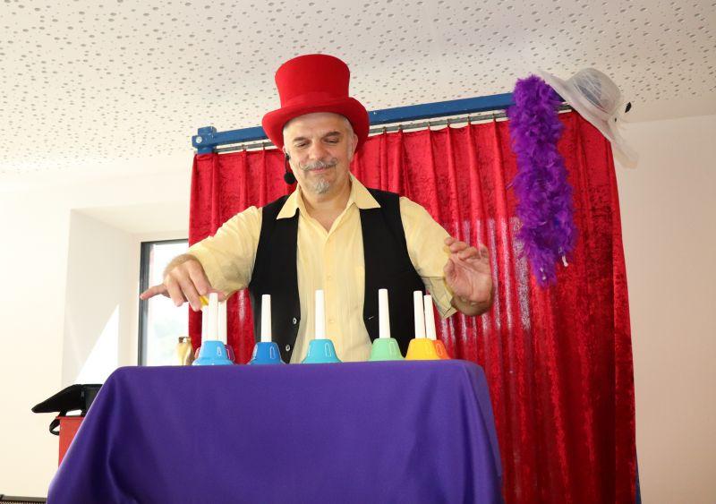Berghof-Ferien 2020: Auftritt Zauberkünstler Martin Soom